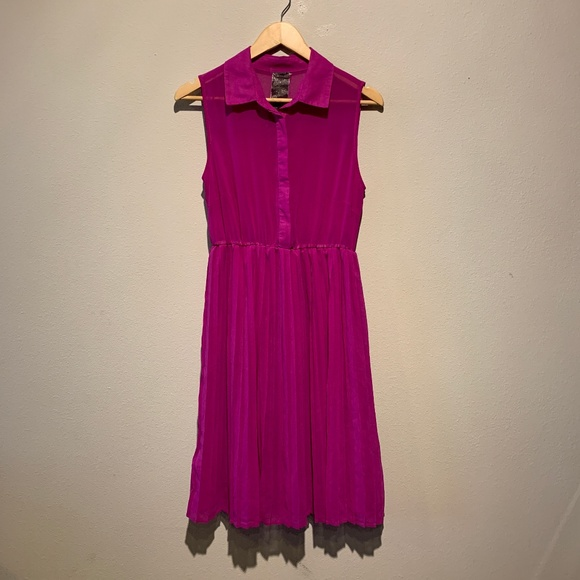 Moon Collection Dresses & Skirts - Moon Collection fuchsia sleeveless pleated dress